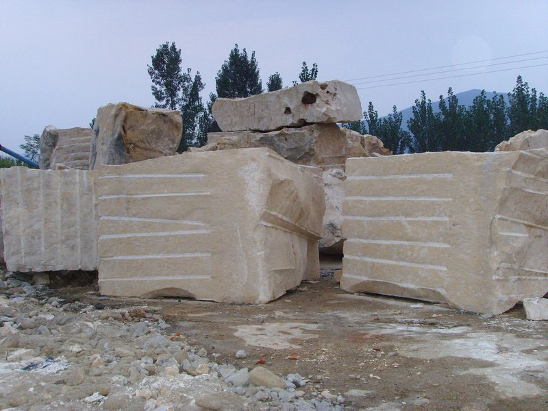 Jura Beige Quarries (3)